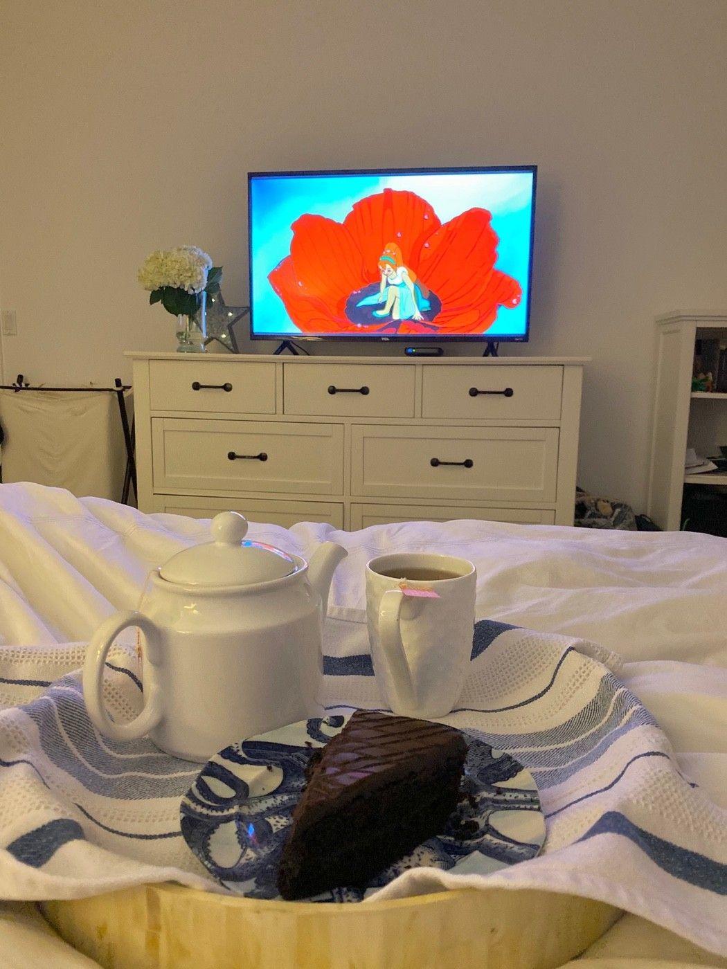Thumbelina, cake and tea.