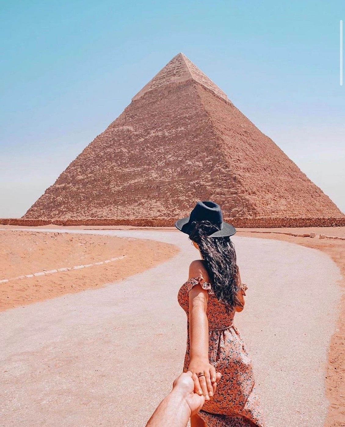 Ever wonder how pyramids were made? Thousands of years ago there were no machines! So humans had to carry car size stones to the top....🤔