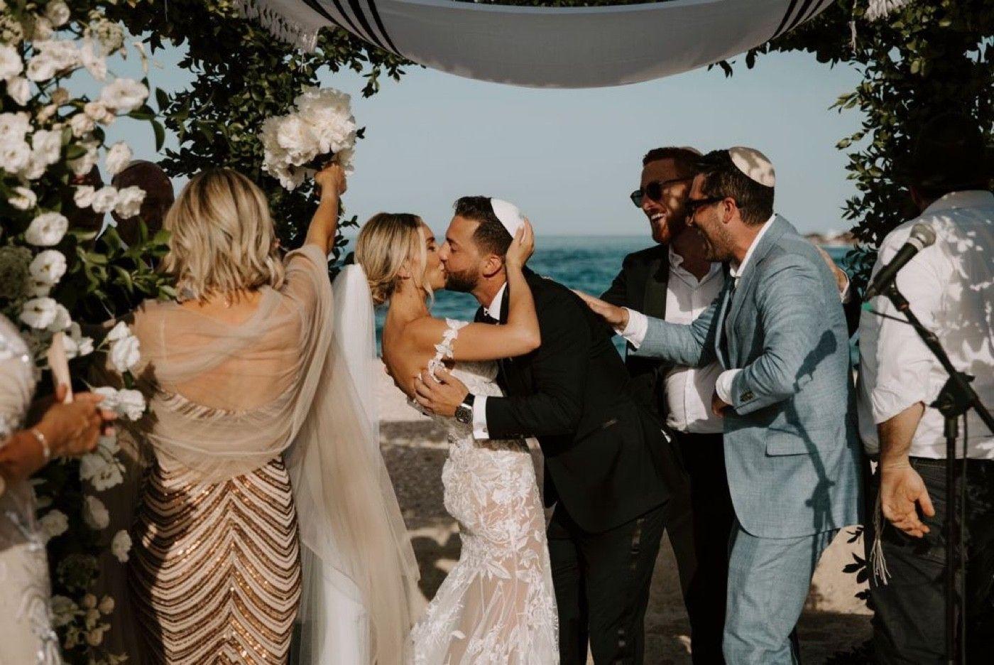 Noah, did we really photobomb the kiss!!